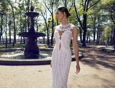 Свадебное пышное платье с глубоким декольте