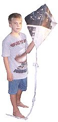 Kite made from newspaper.great idea for earth day! Homemade Kites, Crafts To Make, Crafts For Kids, Kite Making, Cub Scouts, Art Fair, Newspaper, Cubs, Outdoors
