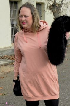 Trendy Curvy Look.VESTIDO SUDADERA ROSA PRIMARK #primark #vestidosudadera #rosa #laceup #zara #estolapiel #vestidorosa #outfittallagrande #curvy #plussizecurve #personalshopper #curvygirl #loslooksdemiarmario #bloggermadrid #outfit #plussizeblogger #fashionblogger #influencer #trendy #bloggerXL