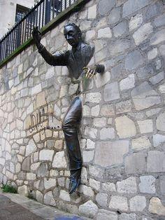 Le Passé-Mureille (the man who walked through walls, Montmartre)