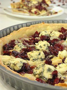 Pikantna tarta z serami i suszoną żurawiną - MniamMniam.pl Food Cakes, Hamburger, Cake Recipes, Appetizers, Food And Drink, Pizza, Snacks, Cooking, Desserts