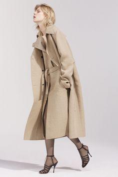 Get inspired and discover Nina Ricci trunkshow! Shop the latest Nina Ricci collection at Moda Operandi. Fashion Line, Modest Fashion, Fashion Show, Fashion Design, Fashion 2016, Fashion Weeks, High Fashion, Vogue Mexico, Professional Dresses