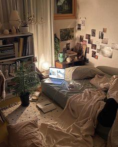Dream Rooms, Dream Bedroom, Indie Room, Room Ideas Bedroom, Study Room Decor, Bedroom Inspo, Pretty Room, Aesthetic Room Decor, Cozy Room