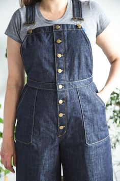 Use our free pattern bonus to make button front Jenny Overalls! Pattern and bonus by Closet Case Patterns Jumper Patterns, Dress Making Patterns, Pants Pattern, Pdf Patterns, Overalls Outfit, Overalls Women, Sewing Pants, Denim Dungarees, Clothing Patterns