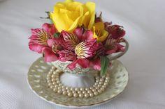 Como fazer um arranjo de flores para xícara de chá