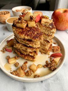Healthy Apple Pie Oatmeal Pancakes (gluten-free) Paleo Fall Recipes, Almond Recipes, Apple Recipes, Healthy Recipes, Healthy Treats, Healthy Foods, Free Recipes, Healthy Eating, Flours Banana Bread