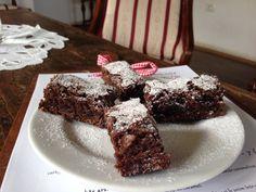 Chocolate & fresh lavander cake Romanian Food, Lavander, Fresh, Chocolate, Cake, Desserts, Recipes, Kitchens, Tailgate Desserts