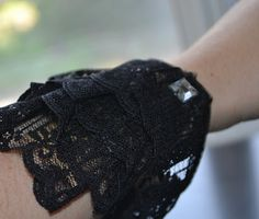 Cute lacy bracelet made from toilet paper roll :)