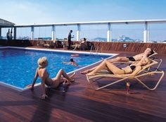 Wood Swimming Pool Decking Amazing Swimming Pools, Swimming Pool Decks, Swimming Pool Designs, Above Ground Pool, In Ground Pools, Decking, Outdoor Furniture, Outdoor Decor, Sun Lounger