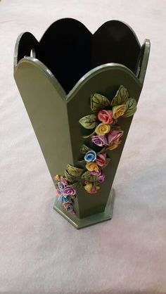 şemsiyelik Bottle Painting, Bottle Art, Craft Stick Crafts, Crafts To Do, Cardboard Box Diy, Paper Art, Paper Crafts, Clay Jar, Recycled Bottles