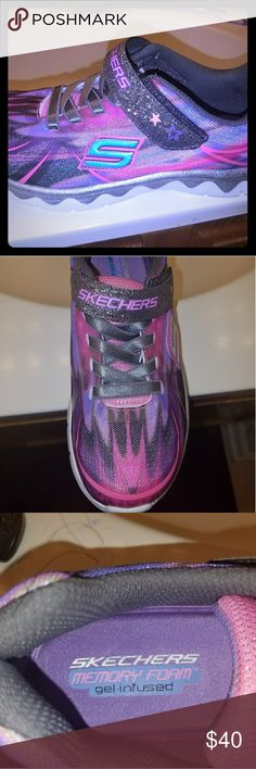 NEW GIRLS RUSHER ROCK & RUN SKECHER'S (Size 1.5) Elastic laces with glittered hook-and-loop closure for a secure fit. Foam padded collar and tongue for optimal comfort. Fabric lining for a good in shoe feel. Gel Infused Memory Foam cushioned comfort insole. Rubber outsole. Imported. Skechers Shoes Sneakers