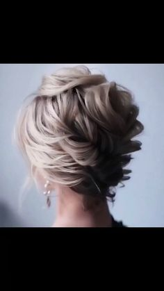 Get inspired with amazing bridal hairstyle ideas for your wedding day. // lange haare anleitung videos einfache Stunning Bridal Hairstyles to Steal Right Now Short Hair Updo, Short Wedding Hair, Easy Hairstyles For Long Hair, Bun Hairstyles, Short Hair Styles, Hairstyle Ideas, Mother Of The Groom Hairstyles, Engagement Hairstyles, Wedding Hairstyles