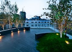 Amazing roof garden in London by Urban roof Gardens. For more inspiration, visit www.thehousedirectory.com
