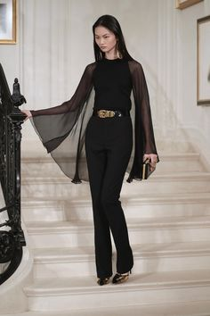Ralph Lauren Spring 2019 Ready-to-Wear Fashion Show Collection: See the complete Ralph Lauren Spring 2019 Ready-to-Wear collection. Look 18 New York Fashion, Runway Fashion, High Fashion, Chic Outfits, Fashion Outfits, Fashion Tips, Fashion Design, Fashion Hacks, Lifestyle Fashion