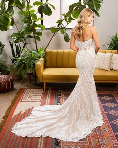 90 Best Dramatic Back Wedding Gowns Images In 2020 Wedding Gowns Wedding Dresses Bridal Gowns