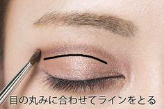 日本人は目と眉の距離が少し広めの傾向がありますが、ここの距離を近づけることでより美人顔に♪いつものメイクをちょっと工夫して目と眉毛の間を狭める方法をご紹介します... Makeup Tips, Beauty Makeup, Eye Makeup, Hair Makeup, Hair Beauty, How To Make Hair, Make Up, Hair Jewelry, Makeup Cosmetics