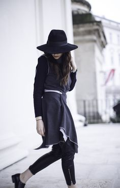 What about a piece that's meant to be worn in more than 3 ways that can instantly change your look in a second – amazing, right? Tweed, Moderne Outfits, That Look, Wraps, Women's Fashion, How To Wear, Inspiration, Sporty