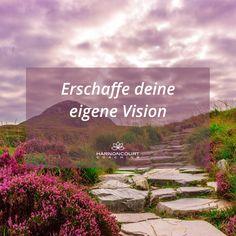 Wenn wir uns heute schon bewusst mit unserer Vision verbinden, wenn wir schon jetzt trotz unserer Ängste oder unserer Sorge, einen zuversichtlichen Blick in unserer beste Vision unserer Zukunft werfen, können wir uns genau jetzt schon mit der Emotion verbinden, die diese Vision für uns bereit hält. Intuition, Coaching, Nature, Daisy, Contentment, Self Confidence, Joie De Vivre, Future, Training