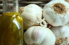 Έλαιο σκόρδου: Η συνταγή με τις θεραπευτικές ιδιότητες - 10+1 οφέλη Onion, Garlic, Vegetables, Health, Health Care, Onions, Vegetable Recipes, Veggies, Salud