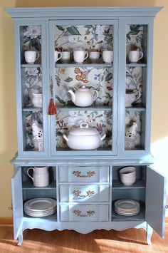 pimped old furniture China Cabinet hold for Marie Well-Kept Secrets In Home Decorating When it comes Furniture Update, Funky Furniture, Refurbished Furniture, Paint Furniture, Repurposed Furniture, Furniture Projects, Furniture Making, Furniture Makeover, Vintage Furniture