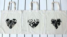 Isänpäiväkortti / kädenjälkiä kasseissa Parent Gifts, Diy And Crafts, Reusable Tote Bags
