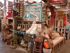 Garden Show - Monticello Antique Marketplace. Really Want to Check this Place Out! Flea Market Displays, Flea Market Booth, Flea Market Style, Store Displays, Flea Markets, Retail Displays, Jewelry Displays, Merchandising Displays, Antique Booth Displays