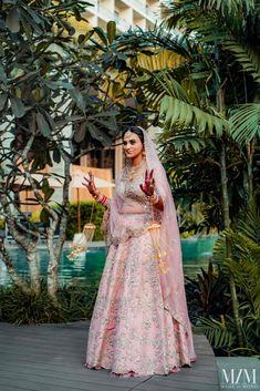 Wedding Looks, Bridal Looks, Sabyasachi Bride, Green Lehenga, Wedding Story, Indian Hairstyles, Bridal Outfits, Bridal Lehenga, Bridal Portraits