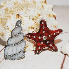 Рабочие будни, но курс на отпуск! ☉🌴 Витражные подвески в морской 🐚🦀🐳 тематике заряжают солнечным настроением! #ракушка #морскаязвезда #стекло #витраж #тиффани #подарки #artglass #seashell #starfish #sova #artboxsova #artboxglass #stainedglass #glass #glassart #art