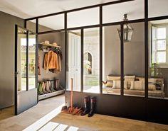 New take on the entry vestibule. Alicia Garcia in Spain. El Mueble.