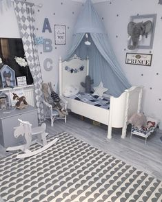 Find inspiration to create a room in blue shades with the latest interior design. Boy Toddler Bedroom, Baby Bedroom, Baby Boy Rooms, Kids Bedroom, Deco Kids, Kids Decor, Home Decor, Girl Room, Inspiration