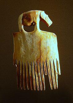 Egyptian comb with a hippopotamus (3900-3500 BCE), elephant ivory