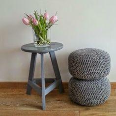 Crochet & Make: Pief Paf Hocker - Nail Desings Crochet Pouf, Crochet Pillow, Free Crochet, Small Tables, Chrochet, Home Accessories, Free Pattern, Knitting Patterns, Diy And Crafts