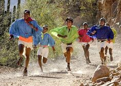 Wat heeft een mysterieuze Mexicaanse indianenstam te maken met hardloopschoenen en de evolutie van de mens? Check de website  #tarahumara #tarahumaras #running #ultrarunning #trailrunning