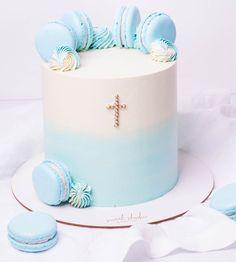 "1,786 kedvelés, 4 hozzászólás – Sweet Studio Pastelería (@sweetstudiobog) Instagram-hozzászólása: ""Nos encanta estar presentes en todo tipo de celebraciones 🎊 💕. Cotiza con nosotros al WhatsApp…"" Baby Boy Christening Cake, Cake For Baptism Boy, Boys Christening Decorations, Simple Baptism Cake, Bolo Lego, Boy Communion Cake, Confirmation Cakes, Baby Girl Cakes, Beautiful Birthday Cakes"