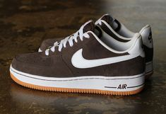 Here is a look at an upcoming colorway of the Nike Air Force 1 Low. The sneaker comes fitted on a gum sole with a baroque brown suede upper, contrasted wit Best Sneakers, Sneakers Fashion, Sneakers Nike, Hypebeast, Groom Shoes, Nike Kicks, Streetwear, Trainer Boots, Lab