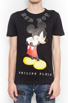 This amazing t-shirt comes with a funny print of mickey mouse on the front. Wear it with jeans and sneakers to have a stylish casual look. Browse the complete Philipp Plein collection online at Boudi UK. Philipp Plein is pure luxury with his latest Menswear Collection embodying the designers rebel streak, and glamorous ideals making the Philipp Plein brand instantly recognisable. FW14-HM341102