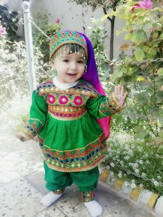 Top trendy and stylish Punjabi outfits designs for kids, latest and unique dresses designs for kids, top Punjabi dresses designs for baby girls, stylish baby girls frocks designs, unique and exclusive Punjabi frocks designs Cute Kids Photos, Cute Baby Girl Pictures, Baby Girl Images, Stylish Baby Girls, Cute Girls, Balochi Girls, Dresses Kids Girl, Kids Outfits, Baby Girl Fashion