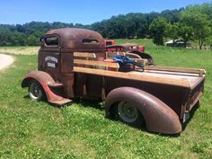 Really great looking chopped COE with a modified truck bed supporting a flatbed and rocking full fenders and wood slat bedsides. Pic 2