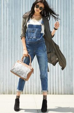 Overall good style.I love overalls Denim Fashion, Love Fashion, Autumn Fashion, Overalls Fashion, Denim Jumpsuit, Denim Overalls, Jumpsuit Outfit, Denim Jeans, Casual Fall Outfits
