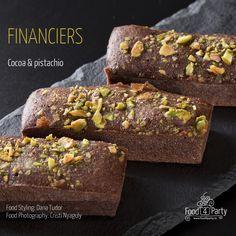 Financiers cocoa pistachio Four, Pistachio, Food Styling, Macarons, Banana Bread, Fondant, Cocoa, Gem, Food Photography
