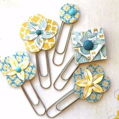 Origami Flower Planner Clips by Jackie Benedict Paperclip Crafts, Paperclip Bookmarks, Ribbon Bookmarks, Paper Clip Art, Book Markers, Trombone, Planner Supplies, Candy Cards, Origami Flowers