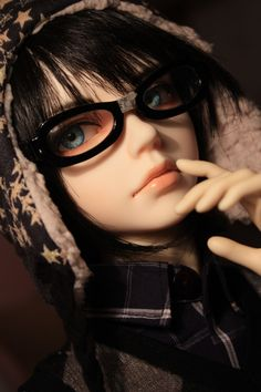Is that Levi?! Lol, no, this time it isn't! Lady and gentlemen, I would like to introduce the latest addition to my doll family. Sorry the wait had been forever! I'm finally done with this boy! Isn...