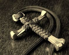 This site has a ton of great paracord projects with directions, even videos