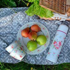 Сегодня пятница, а это значит, что уже завтра можно отправится на пикник!  Берем с собой хорошее настроение, красивую посуду #greengate-  и успех гарантирован) #le_village #посуда #прованс #пикник #weekend #style #пп #зож