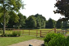 Siebers tuin modern boerderij vijver poort strak grind landelijke