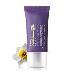 Naruko Narcissus Total Defense BB Sunscreen SPF50 30ml by Naruko. $19.99. NARUKO Narcissus Total Defense BB Sunscreen SPF50 is lightweight coverage and sunscreen in one. It protects your skin for UV rays while concealing dull, uneven skin tone. The BB Cream properties of the BB Sunscreen not only covers but also controls oil, moisturizes, whitens, and firms the skin. Skin is confident and healthy looking with a natural glow. This gentle, ecofriendly product is made without par...