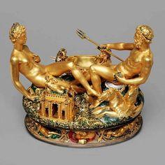 El salero de Francisco I  Por el profesor D. Ramón Rodríguez Campillo.  Está hecho en oro, madera de ébano y esmaltes. Es de estilo renacentista italiano y fue elaborado por Cellini en 1540 -43. Esta obra maestra con personajes de bulto redondo fabricada para el Rey Francisco I de Francia, puede ser admirada hoy en el Museo de Historia del Arte de Viena
