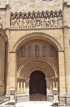 Magnífica Puerta de las Cadenas de la Catedral de Ciudad Rodrigo San Pablo, Andorra, Anubis, Medieval Art, Barcelona Cathedral, Taj Mahal, Iglesias, Cathedrals, Stone