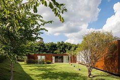 CJWHO ™ (MDT House At Fazenda Boa Vista, São Paulo by...)