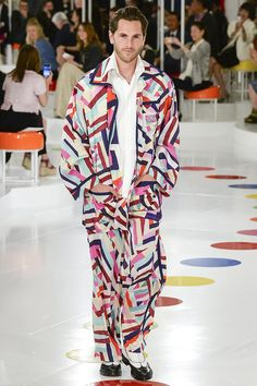 The runway at the Chanel resort 2016 collection in Seoul, Korea. Chanel Resort, Chanel Cruise 2016, Chanel 2015, Coco Chanel, Chanel Men, Chanel Bags, Chanel Handbags, Fashion Week, Fashion Show